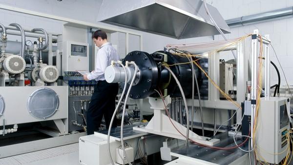 I nostri servizi comprendono, oltre allo sviluppo e alla produzione dei prodotti descritti, anche l'esecuzione di prove al banco e di test preliminari nonché la diagnosi e la riparazione dei cuscinetti per il settore aerospaziale.