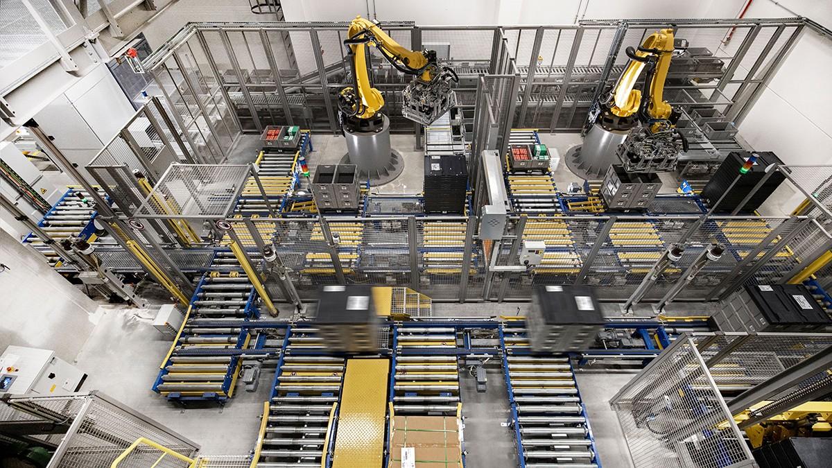 I robot di dimensioni ridotte sono sempre più utilizzati per l'automazione di compiti monotoni di manipolazione e assemblaggio.