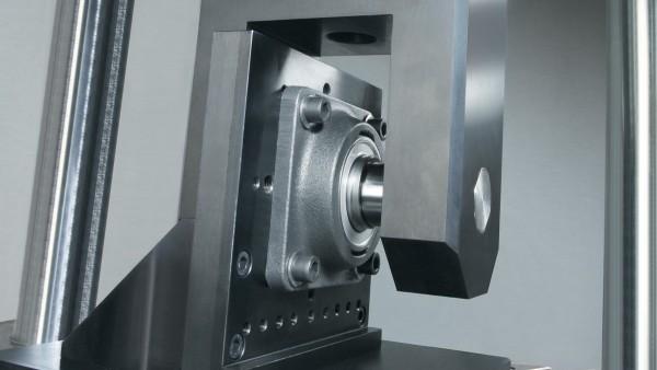 Le proprietà dei cuscinetti volventi sono testate in moderni laboratori di prova.