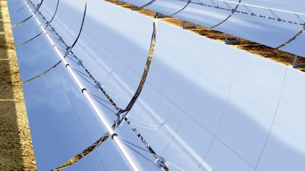 Tra gli impianti fotovoltaici si annoverano anche le centrali paraboliche.